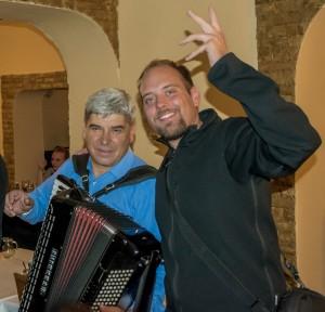 Balkanska glasba ob večerji